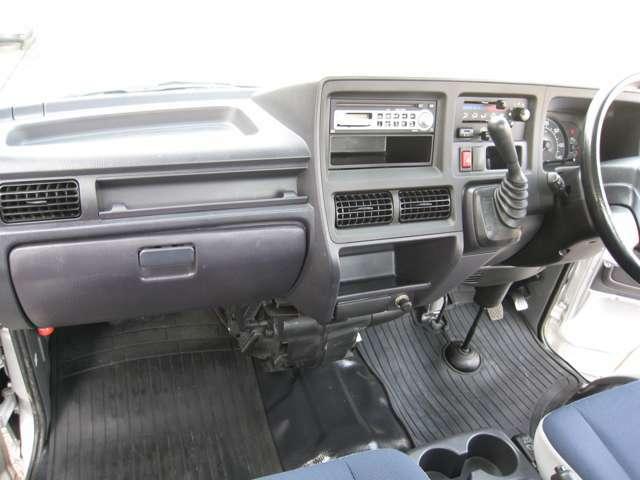 運転席から助手席への移動もスムーズにできます♪
