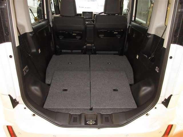 効率よく使えるラゲージスペース☆セカンドシートは分割で倒れるので積む荷物によって変えられます。