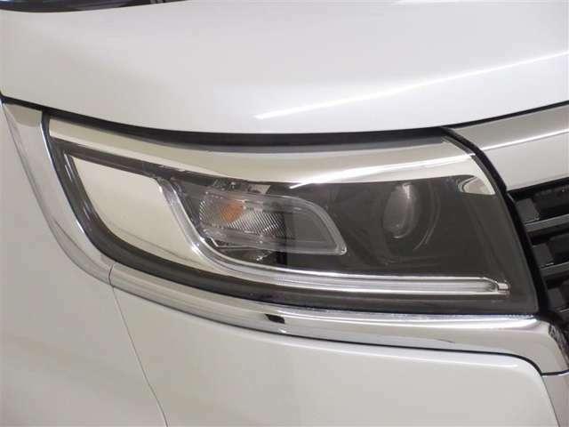 消費電力の少ないLEDヘッドランプ! 点灯してすぐに最大の光量を発揮ドカンッと地面を白く照らします!