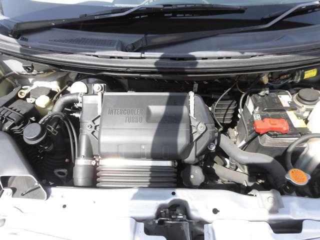 ご納車の前に当社のサービス工場で車検点検整備(法定24か月点検)をおこない、エンジンオイルやワイパーゴムの交換します。