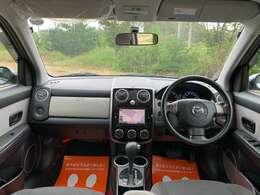 スッキリとした内装でいて、お洒落な作りこみが見られる人気のある車内!