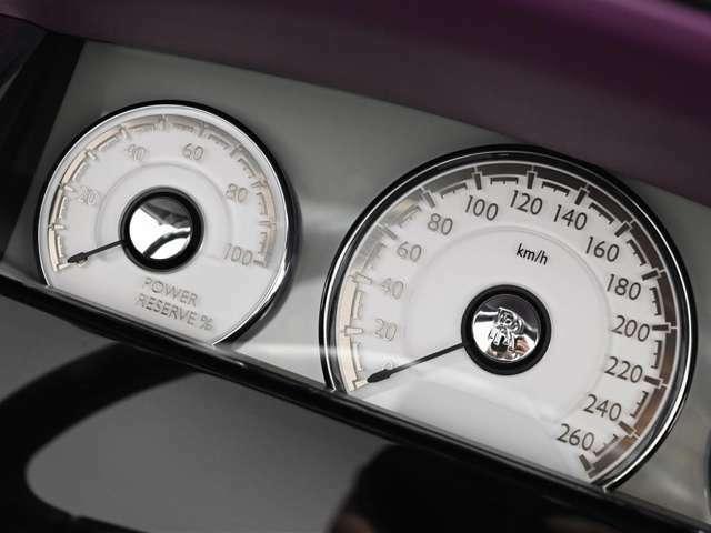 パワーリザーブのメーターがRolls-Royceの特徴です。