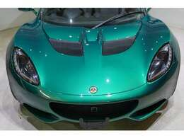 ボディカラーは美しいレーシンググリーン。内外装のコンディションも使用感も無く、もちろん良好です。