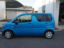 爽やかなブルーのボディカラーが目を引くオシャレなお車です!