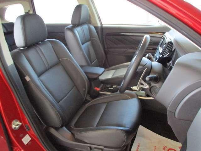 内装ブラック 本革シート 運転席/助手席シートヒーター キーレスオペレーションシステム