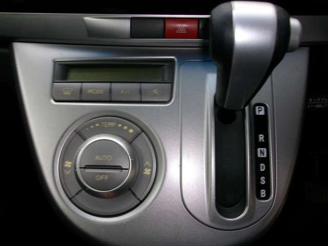 室内快適!人気のオートエアコン装備車!