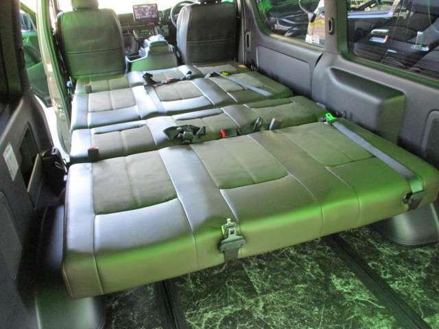 2列ともフラットで車中泊モード☆ワイドボディーですので横向きでも就寝可能なシートサイズです☆