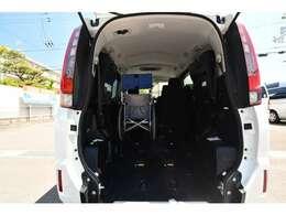 私たちは福祉車両の専門家です。様々なアドバイスが出来ます。詳しくは当社ホームページにて。福祉車両専門店ホームページ。http://sakaide-j.com/※車いすは見本です。