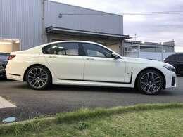 BMW Premium Selection保証では、ご購入後2年間に渡り走行距離無制限で、エンジン・ブレーキ・ミッション等のメイン部分に関しまして、万が一修理・整備が必要になりました際に部品・工賃無料にて対応いたします。