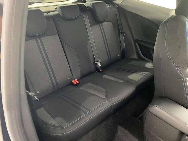 前席を倒すと後部座席も乗り降りがしやすいように工夫されています!