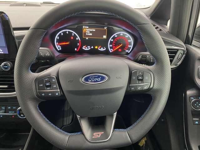 オートスピードコントロール機能付きで長距離ドライブ時速度を一定に保ってくれるのでドライバーの疲労を軽減してくれます!