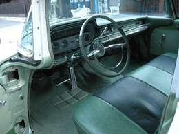 内装全体的に綺麗です。運転席シートは座面のみ張り替えています。店頭プライス以上にお金は掛けた車両で直ぐに乗れる60sは少なく納車までに日にちが掛かりますがこちらのカタリナは無縁です。