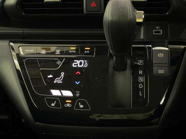 フルオートエアコン、電動パーキングブレーキ(ワンタッチでサイドブレーキを操作)・AUTO HOLD、フロントシートヒーターを装備しております。