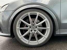 足回りはBCR車高調にVOSEEN21インチの組み合わせになります!!勿論タイヤも新品装着です