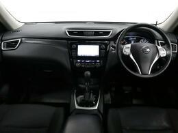 内装はスポーティーなブラックで、全方位の視界も広く高い目線で運転もしやすいです!