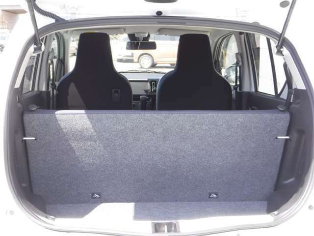 軽自動車でも、今やラゲッジスペースの充実は当たり前です!本当に重宝しますよ。たくさん荷物を詰めて便利です。是非、お試しください!