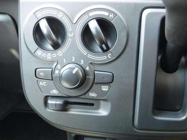 空調システムもダイアル式でとても扱い易いですよ。