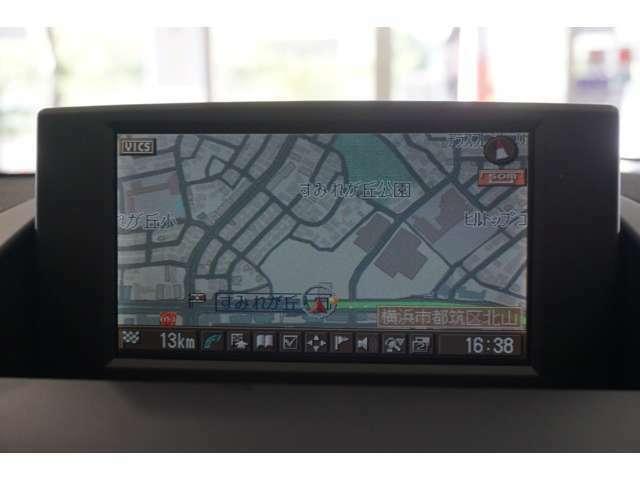 純正HDDカーナビゲーションシステムはミュージックサーバーに対応。リヤビューカメラも備わっています。