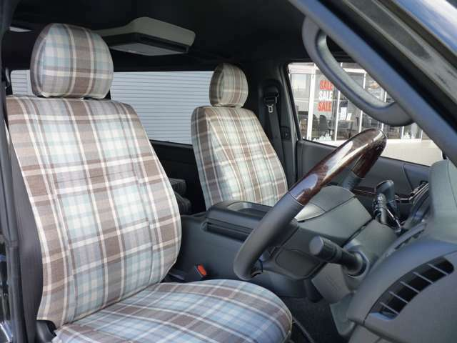 シート生地はシグネイチャー素材のソファーの仕上がりのシートカバーを装着しております。