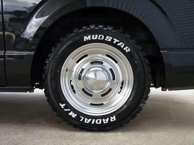 展示用デモカーにはDEENホイールに貨物用規格のラジアルタイヤMADSTARタイヤを装着しております。オフロード感満載な貨物用規格タイヤとなります。