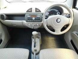 必要な装備を使いやすい位置に配置した機能的な運転席まわりです。