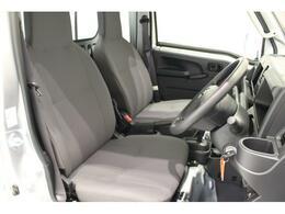 リクライニングシートで乗り心地快適。