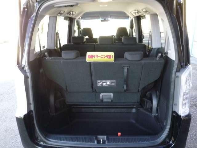 サードシートを収納すれば広々した荷室スペースが確保されます