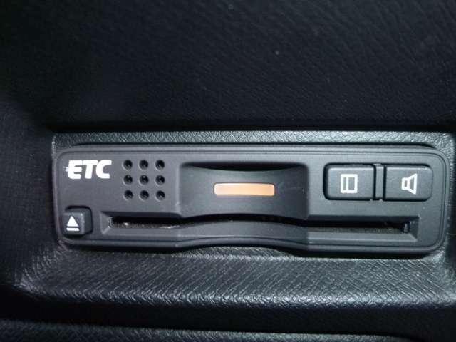 ETCは高速道路の必需品!料金所の通過がスムーズで渋滞知らず通行料金の割引きも受けられます。