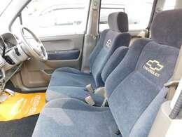 """運転席&助手席側に、それぞれ背もたれの所に、シボレーの文字と   """" マーク """" が入っているので、ワンポイント で、見た目もオシャレですよ^^^^"""