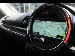 純正HDDナビ搭載。USBから曲を録音し、運転中にお楽しみいただくことが可能です。