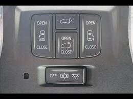 今やミニバンの定番装備の「両側電動スライドドア」を装備しています。パワーバックドアも装備しております。