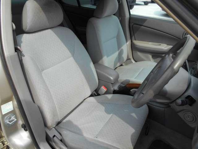 運転席、助手席になります。