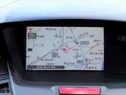 【HDDナビ】こちらのお車はHDDナビを装備しております。高性能なナビ機能の他、ワンセグTV、CD録音、DVDビデオも可能にできます。ドライブ中の楽しみも増え、便利でお得な装備でございます