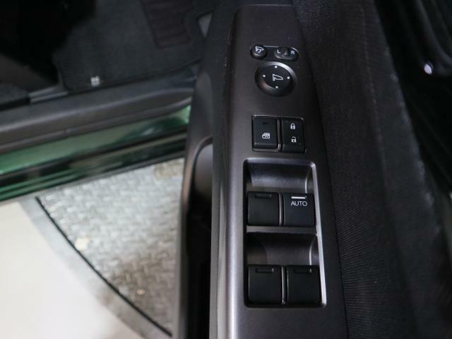 ドアミラーの開閉・角度の調節などもスイッチ一つです。