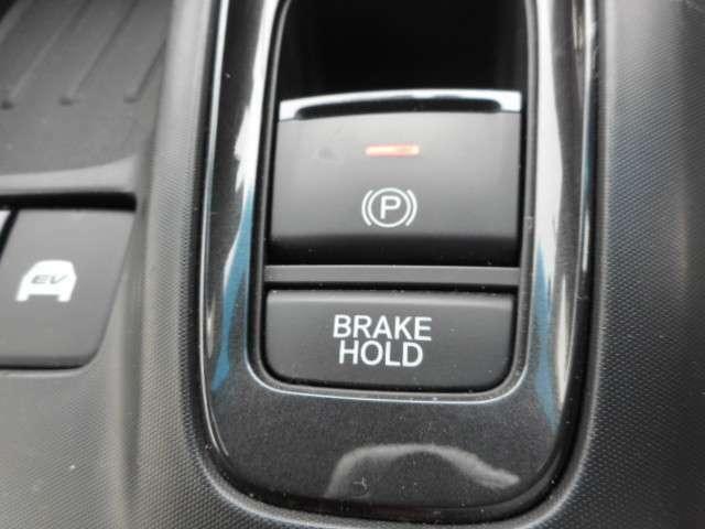 ブレーキホールド機能搭載!信号待ちなどの時もらっくらく♪