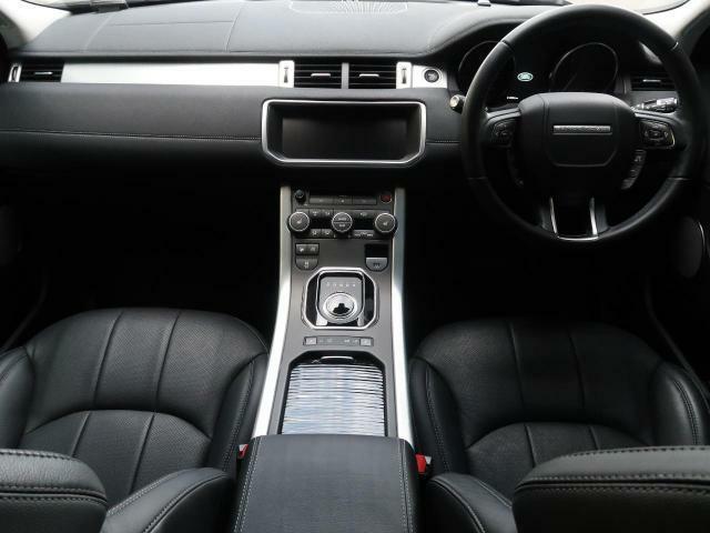 LAND ROVERのSUV『RENGE ROVER EVOQUE』を認定中古車でご紹介!パノラミックルーフに黒革シートにMERIDIANサウンドを装備した後期モデル!