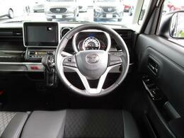 大きなフロントガラスで視界良好です!着座位置も高く運転しやすいですよ!