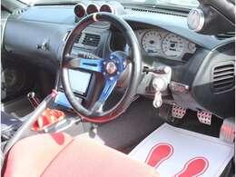 運転席もキレイ!同乗者の方にも気持ち良く乗っていただけます!!