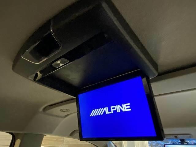 【フリップダウンモニター】ミニバン人気オプションの一つ。ロングドライブも退屈しません。