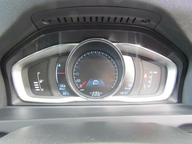 フル液晶スピードメーター搭載。デザインは3種類からご選択可能です。
