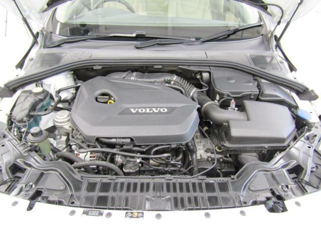 1.6ターボチャージャー付ハイオクガソリンエンジン搭載。