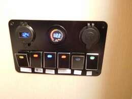 スイッチパネル(電圧表示付)