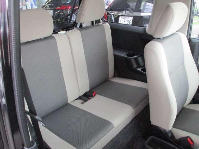 リア席もキレイに使われています。