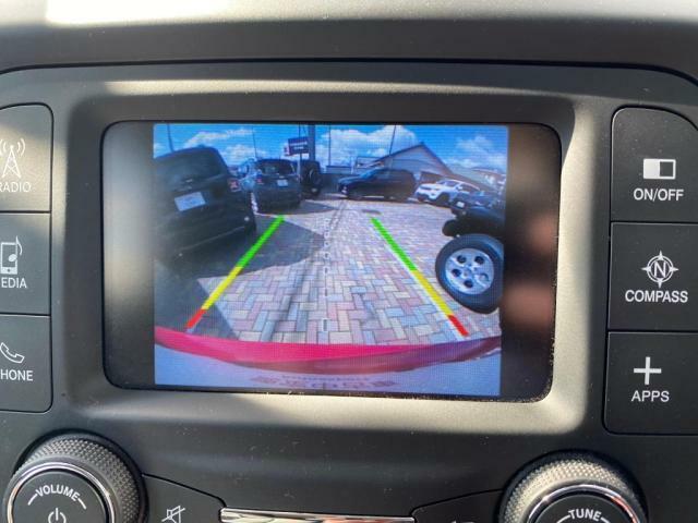 バックカメラ搭載しております。障害物センサーも搭載しておりますので、安心して駐車していただけます。