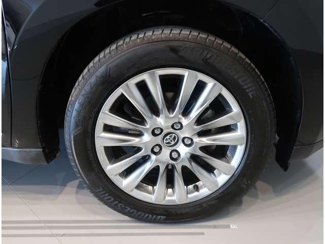 タイヤサイズは235/55R18☆純正のアルミホイール装着です!