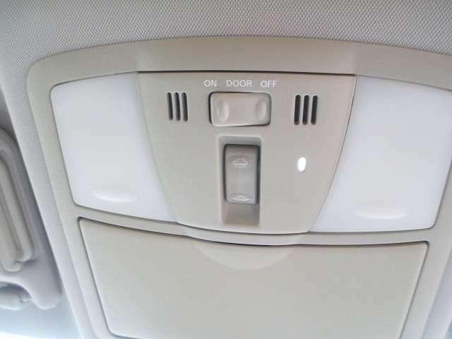 天井も綺麗でクリーン!電動サンルーフ装備です