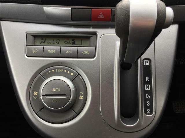 純正CDオーディオ/フロントフォグランプ/HIDヘッドランプ/フルオートエアコン/スマートキー