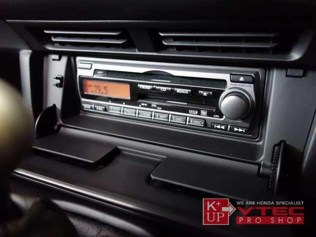 オーディオは純正CDMD。今見ると少々機能的にさみしい装備なので、オリジナルにこだわらなければ最新メモリーオーディオ等への換装もオススメです。ETC車載器が装着済みです。