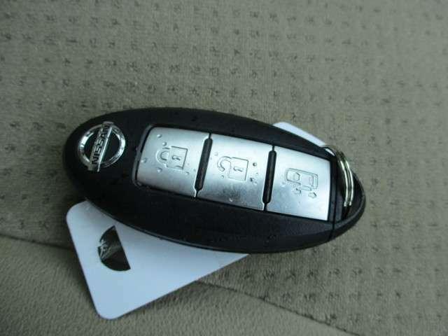 便利なインテリジェントキーは鍵の出しいれ不要でドアロックの開閉やエンジン始動が簡単に操作出来ます。エンジンイモビライザ-(盗難防止装置)付きです。