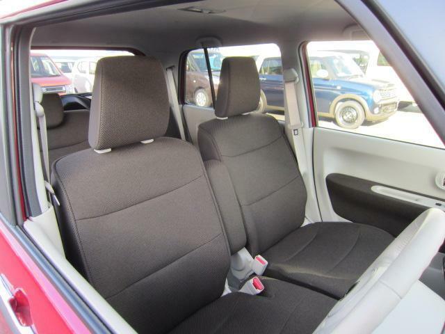 操作しやすい運転席廻り。ドライブが楽しくなります!ベンチシートで足元すっきり!